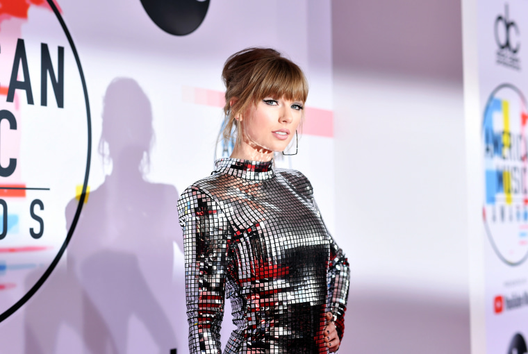 Taylor Swift lands her second No. 1 of 2020 with <i>evermore</i>