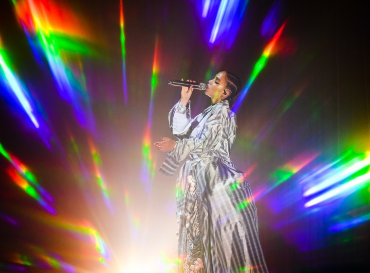 "FKA twigs shares new song/video ""Don't Judge Me"" featuring Headie One and Fred Again"