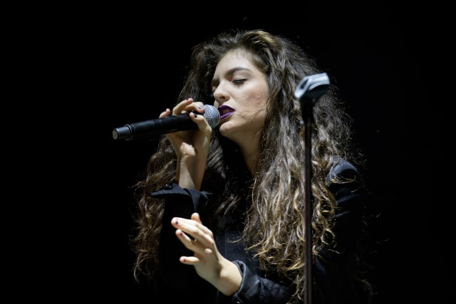 Lorde announces <i>Solar Power</i> release date, 2022 world tour